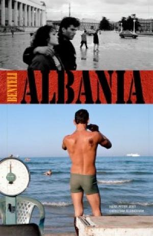 """Botohet libri fotografik """"Shqipëria në Tranzicion"""""""